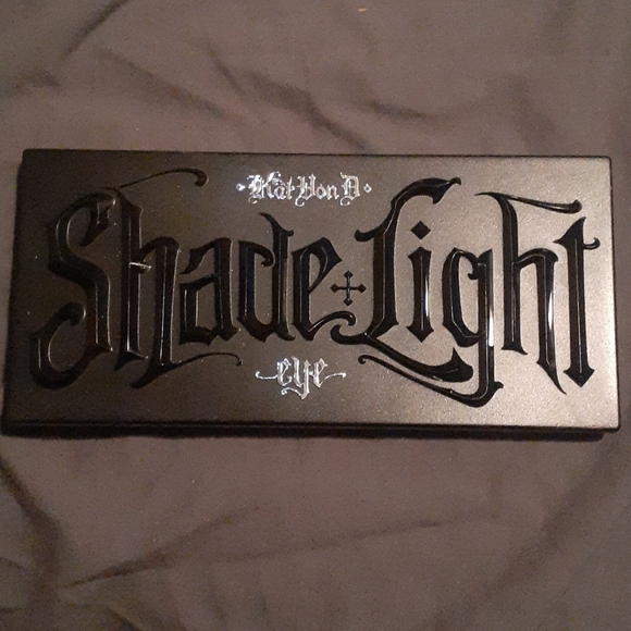 Kat Von D Shade + Light silver edition